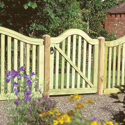 a 3x3 modern picket gate with a scalloped top and gaps between the vertical slats
